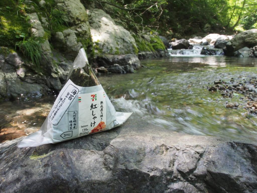 渓流でランチ